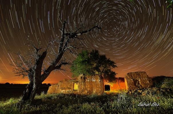 """Circumpolar de """"El árbol y la casa"""" por Gabriel Glez."""